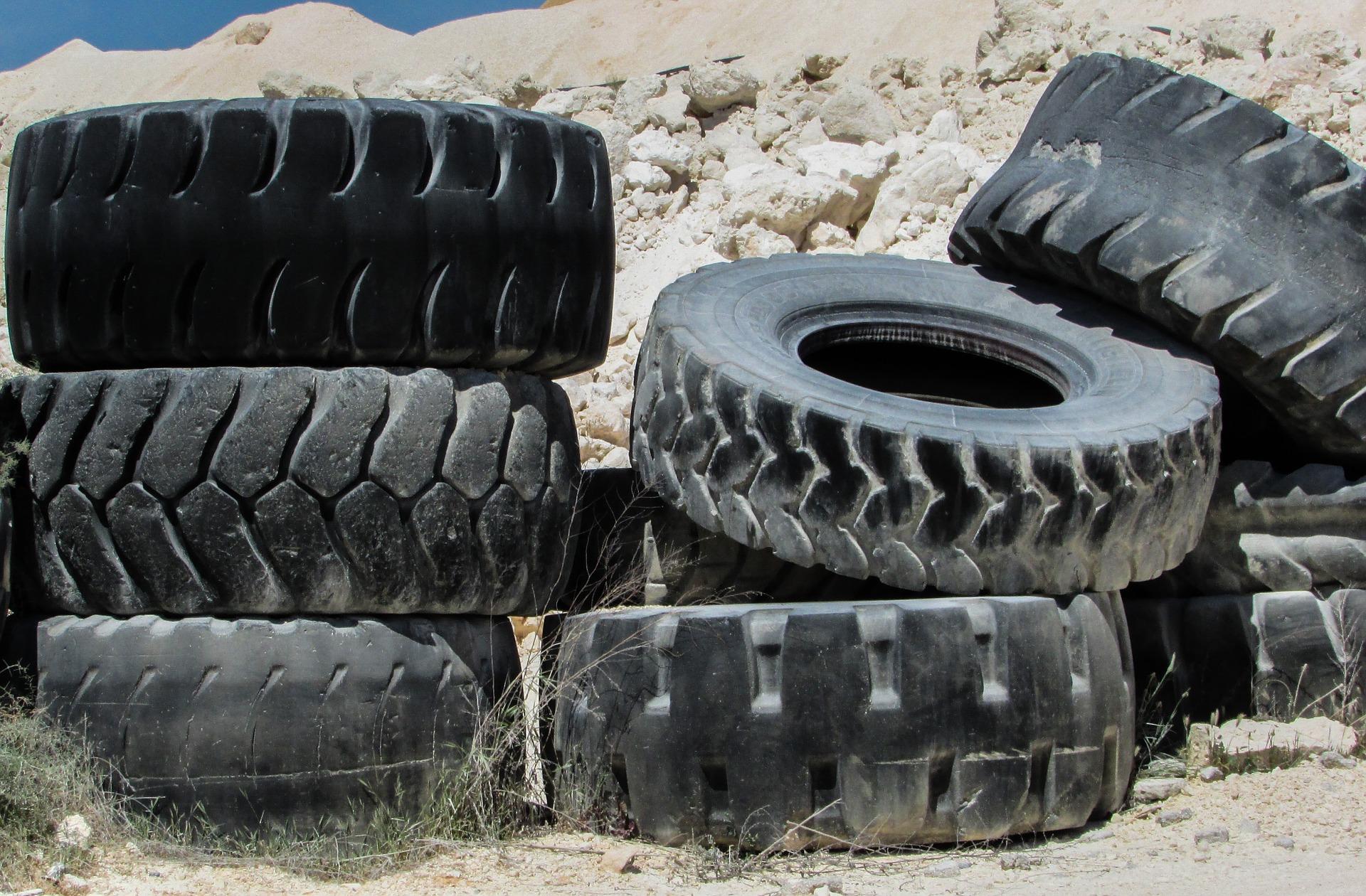 tyres-1303418_1920.jpg